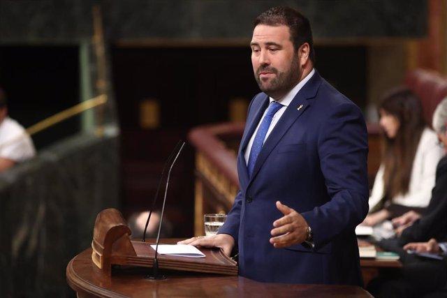 El diputado de EH Bildu, Jon Iñarritu, interviene en la sesión de control al Gobierno en funciones, en Madrid (España) a 11 de septiembre de 2019.