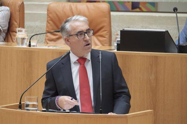 El portavoz del PP en el Parlamento de La Rioja, Jesús Ángel Garrido, durante la segunda sesión del pleno de investidura para la Presidencia de La Rioja.