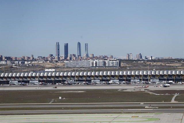 Vistas del aeropuerto con las cuatro torres