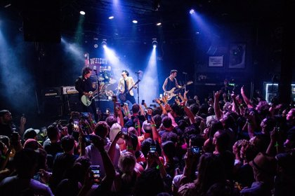 Green Day celebran su regreso con un concierto sorpresa en el Whisky A Go Go de L.A. con Weezer y Fall Out Boy