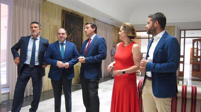 José María Bellido y Lorenzo Amor con Blanca Torrent y representantes de ATA.