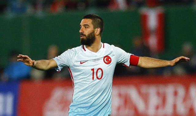 Arda Turan con la selección de Turquía