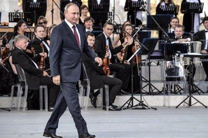 El Kremlin afirma que el espionaje ruso examina el caso del supuesto topo