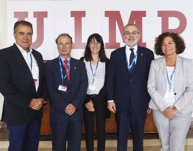 El rector de la UC, Ángel Pazos, (segundo por la derecha) y otros particiantes en el curso de la UIMP