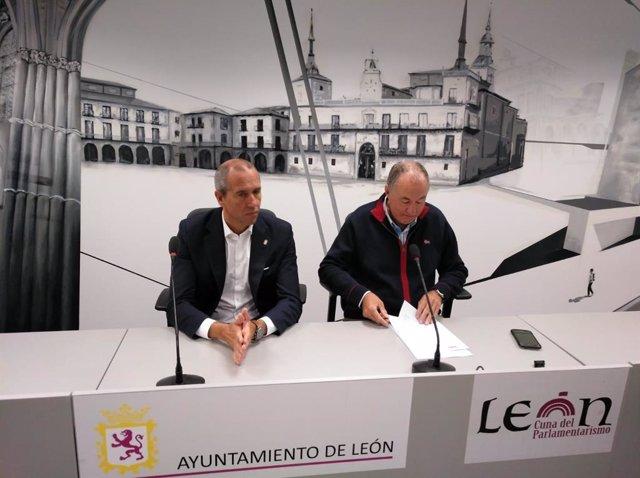 Los ediles de UPL en el Ayuntamiento de León, Eduardo López Sendino y Enrique Valdeón.
