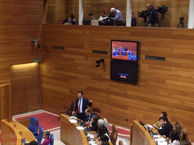 El líder del PSdeG, Gonzalo Caballero, se estrena en la sesión de control al Gobierno de la Xunta
