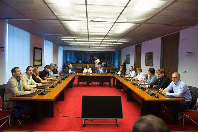 Una de las comisiones del Parlamento foral constituida este miércoles.