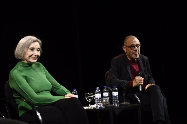 La actriz Nuria Espert y el director teatral LLuís Pasqual durante la presentación de la obra ROMANCERO GITANO en el Teatro de la Abadía de Madrid.