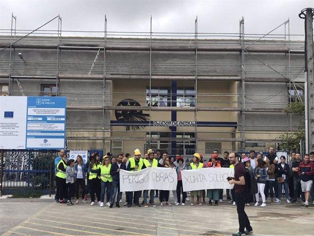 Protesta ante el CEIP de Cervo