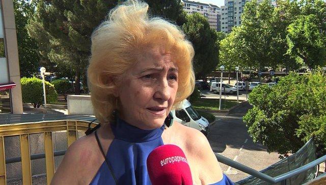 La presidenta del Defensor del Paciente, Carmen Flores, en declaraciones para Europa Press, a las puertas de la Audiencia Provincial de Madrid, donde se celebra el juicio a la auxiliar de enfermería que presuntamente asesinó a dos pacientes en 2015 al iny
