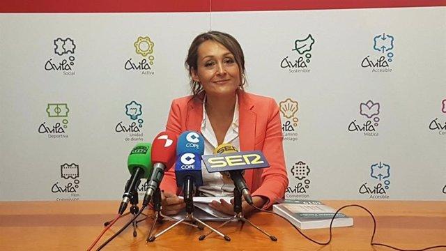 La teniente de alcalde de Servicios Sociales y Hacienda del Ayuntamiento de Ávila, Ángela García,  presentado el proyecto de ordenanzas para 2020.