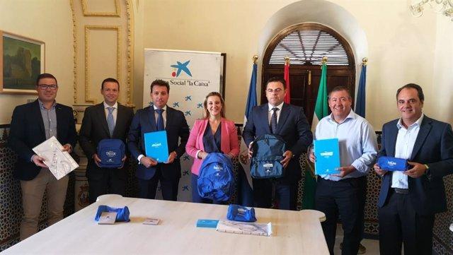 Entregan 1.100 lotes de material escolar para familias de Alcalá de Guadaíra en riesgo de exclusión social