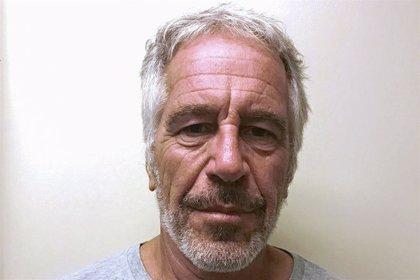 Tres supuestas víctimas de Epstein prestan declaración ante la Fiscalía francesa