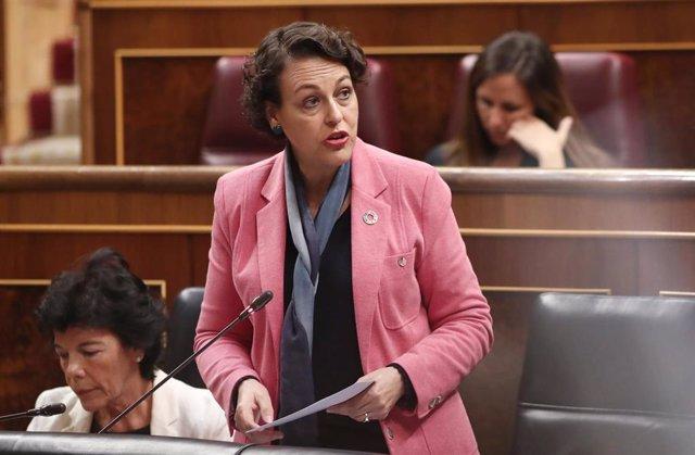 La ministra de Trabajo en funciones, Magdalena Valerio (1d), responde a las preguntas de los miembros del resto de grupos parlamentarios, durante la sesión de control al Gobierno en funciones, en Madrid (España) a 11 de septiembre de 2019.