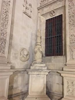 Imagen de la cruz de la Inquisición del arquillo del Ayuntamiento que ha sido vandalizada
