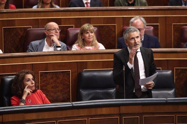 El ministro del Interior en funciones, Fernando Grande- Marlaska, responde a las preguntas de la diputada del PP, Ana Belén Vázquez Blanco, durante la sesión de control al Gobierno en funciones, en Madrid (España) a 11 de septiembre de 2019.