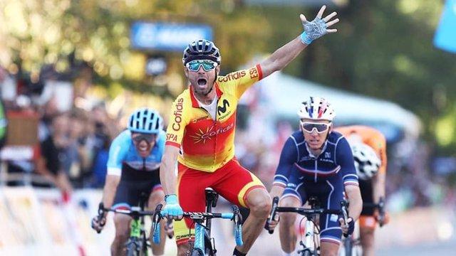 El corredor murciano Alejandro Valverde celebra su oro en el Mundial de Innsbruck 2018