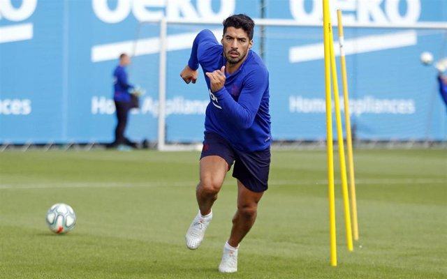 Luis Suárez entrenando con el Barcelona