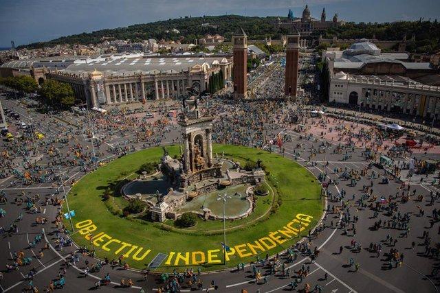 Vista general de la Plaza Espa de Barcelona, momentos antes del inicio de la manifestación convocada por la ANC con el lema 'Objectiu Independència', dentro de los actos de la Diada