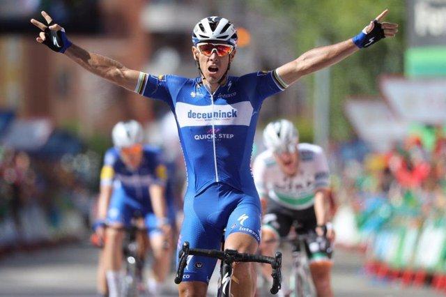 El corredor belga Philippe Gilbert gana la etapa de La Vuelta en Guadalajara