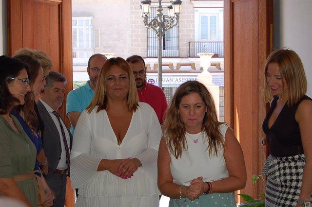 Irene García y la alcaldesa de Puerto Real, Elena Amaya