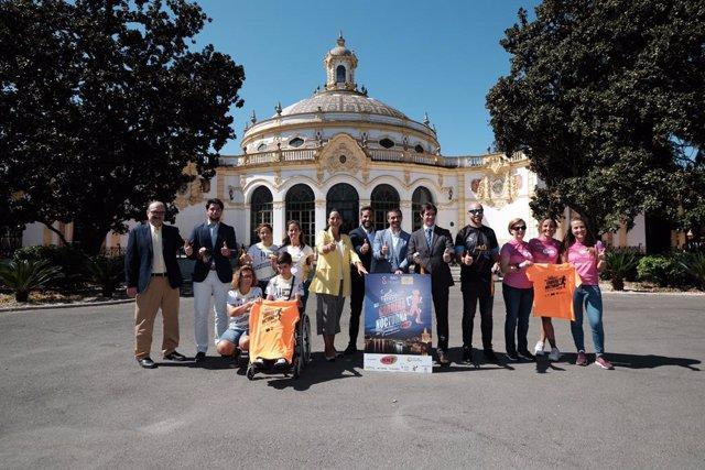 Sevilla.-Unos 10.000 corredores participan en la XXXI Nocturna del Guadalquivir,