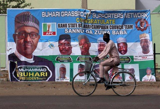 Un cartel electoral del presidente nigeriano, Muhamadu Buhari