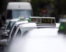 Els taxistes presentaran a l'octubre una app per demanar i compartir taxi que competirà amb Uber i Cabify (ARCHIVO)