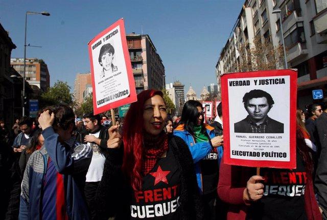 Manifestación en Santiagio de Chile para conmemorar el 46º aniversario del golpe de Estado contra el Gobierno de Salvador Allende