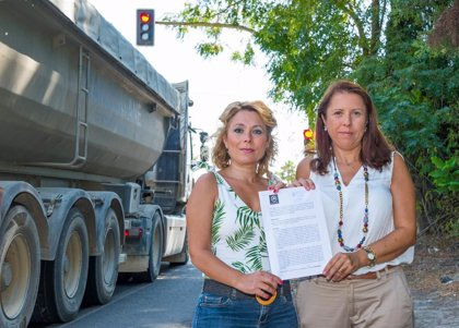 """Moción del PP al pleno de Espartinas en demanda de la """"anulación"""" del """"semáforo de la discordia"""" de la A-8076"""
