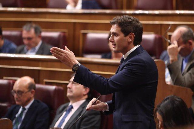 El presidente de Ciudadanos, Albert Rivera, realiza sus preguntas al presidente del Gobierno en funciones, Pedro Sánchez, durante la sesión de control al Gobierno en funciones, en Madrid (España) a 11 de septiembre de 2019.