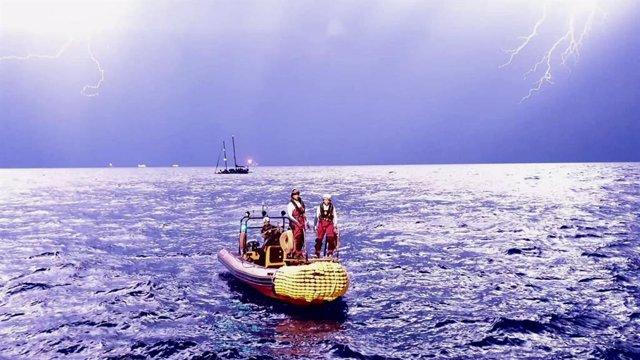 Traslado desde el velero Josefina al Ocean Viking.