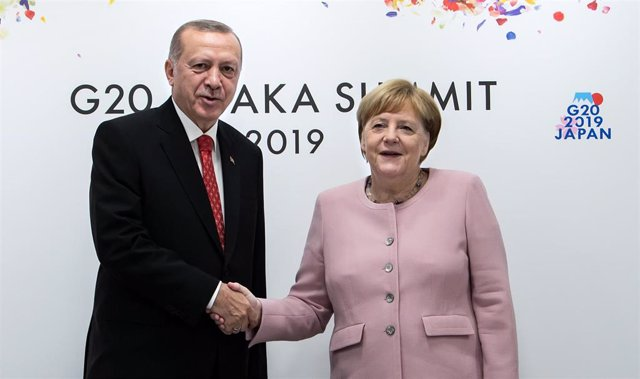 Erdogan junto a Merkel en la cumbre del G20