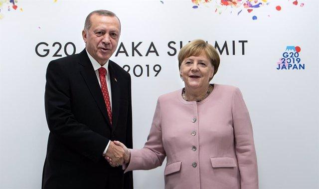 UE/Turquía.- Erdogan y Merkel abordan el acuerdo migratorio de cara a una posibl