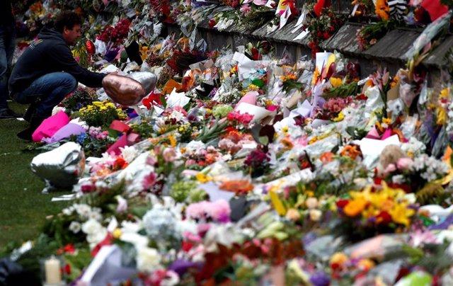 Flores en recuerdo de las víctimas del atentado de Christchurch contra dos mezquitas