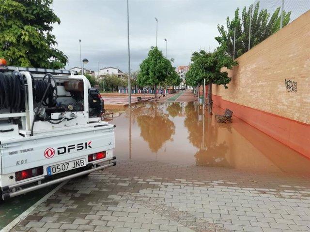 Foto de los servicios municipales del Ayuntamiento de Murcia trabajando para solucionar daños por lluvia