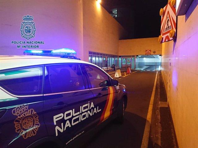 Cohe de la Policía Nacional en las inmediaciones del HUC