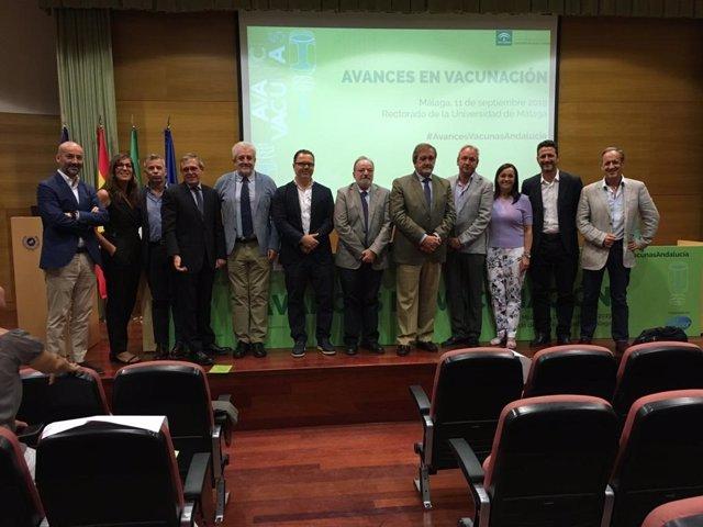 Profesionales participan en unas primeras jornada sobre avances en vacunación en Andalucía