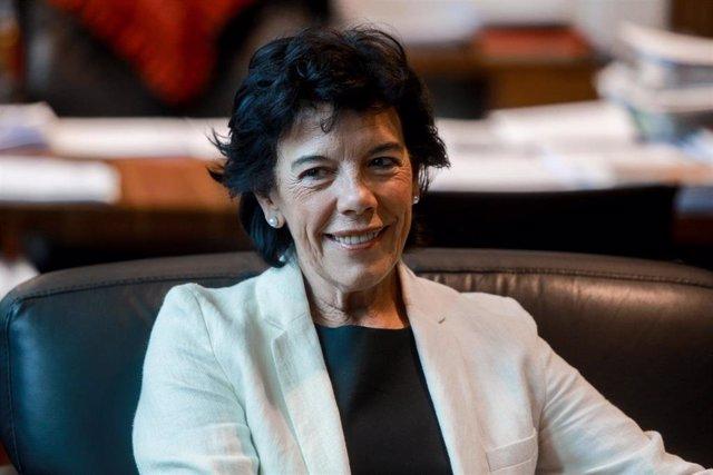 La ministra de Educación y Formación Profesional en funciones, Isabel Celaá al inicio de su reunión con los representantes de los editores de libros en el Ministerio de Educación en Madrid a 11 de septiembre de 2019.