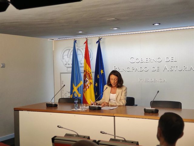 La portavoz del Gobierno y consejera de derechos sociales y bienestar, Melania Álvarez, en rueda de prensa.