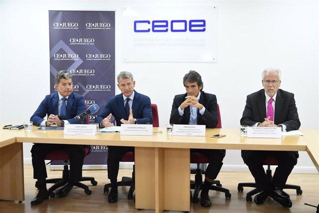 El director general de Cejuego, Alejandro Landaluce, junto a miembros del Comité Ejecutivo la organización empresaria.