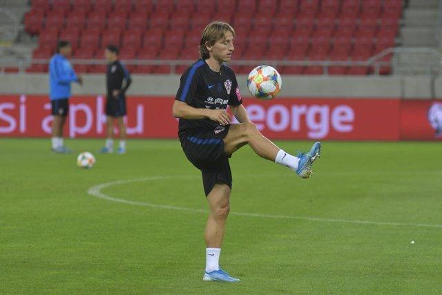 Fútbol.- Luka Modric sufre una lesión muscular y será baja contra el Levante