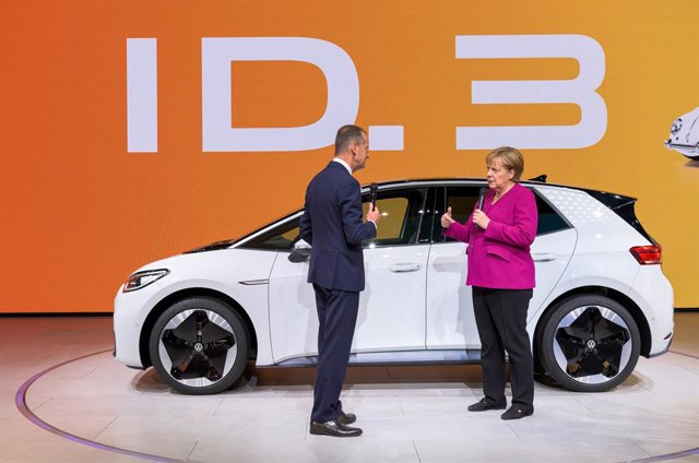 12 September 2019, Hessen, Frankfurt/Main: German Chancellor Angela Merkel (R) welcomed by Chairman of the Board of Management of Volkswagen AG Herbert Diess as she visits the Volkswagen stand during her opening tour of the 2019 International Motor Show (