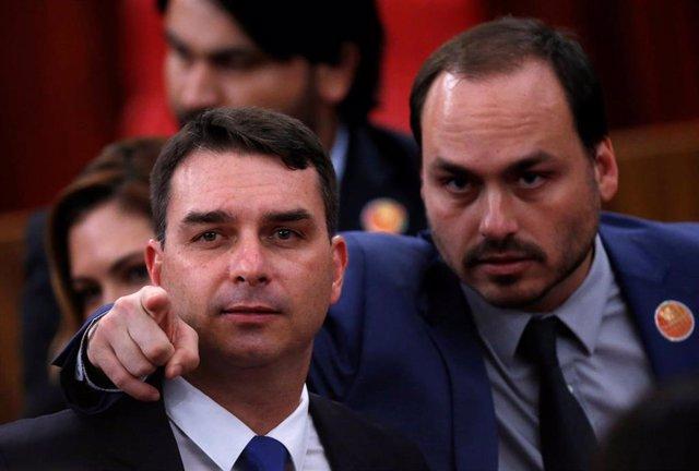 Flavio Bolsonaro y Carlos Bolsonaro, hijos de Jair Bolsonaro
