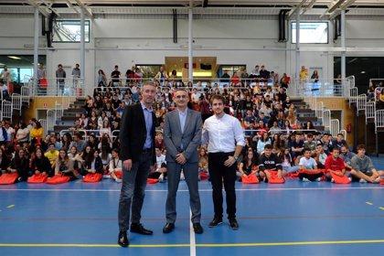 """El rector asegura a los alumnos de la UR que """"estamos aquí para ellos"""" durante el acto de bienvenida al nuevo curso"""