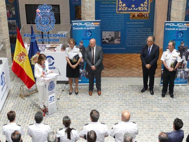 Inauguración en Pamplona de la exposición sobre la mujer en la Policía Nacional.