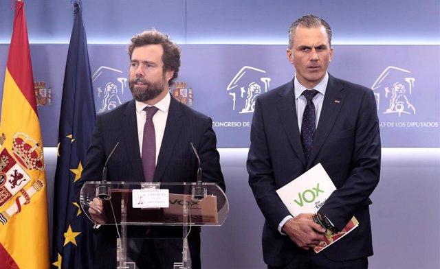 Els diputats de Vox  Iván Espinosa dels Monteros i Javier Ortega Smith ofereixen una roda de premsa al Congrés dels Diputats
