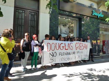 El 70% de la plantilla de Douglas segunda la primera jornada de huelga, según USO