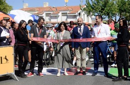 Ayuso y Aguado asisten en Colmenar Viejo al acto de salida a la 18º etapa de la Vuelta Ciclista a España