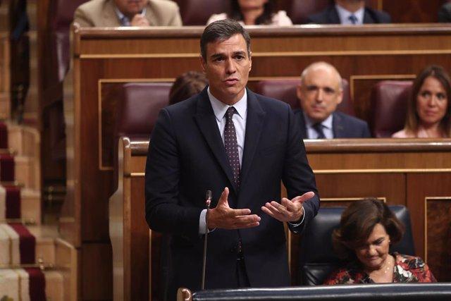 El presidente del Gobierno en funciones, Pedro Sánchez, responde a las preguntas del presidente del PP, Pablo Casado, durante la sesión de control al Gobierno en funciones, en Madrid (España) a 11 de septiembre de 2019.